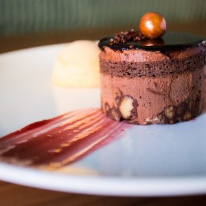 Pastís de xocolata i anous